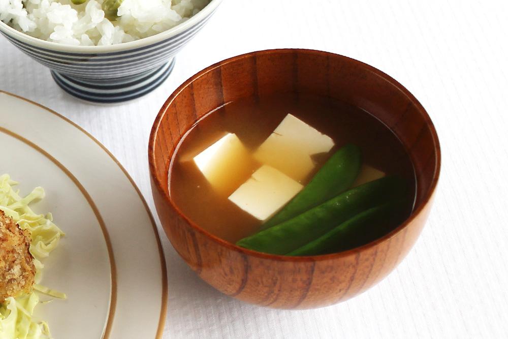 絹豆腐ときぬさやの米味噌汁